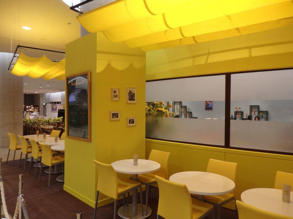 大塚国際美術館 Cafe Vincent 「夜のカフェテラス」をイメージした席