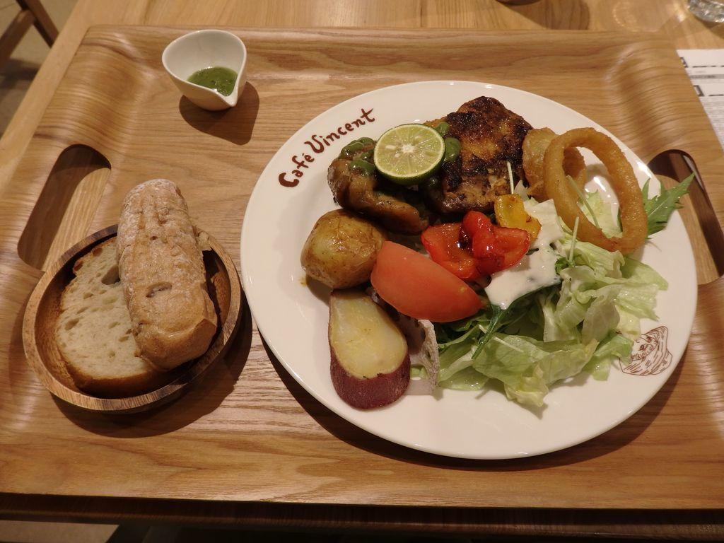 大塚国際美術館 Cafe Vincent プロヴァンス風ハーブチキン(パン付)(1200円)