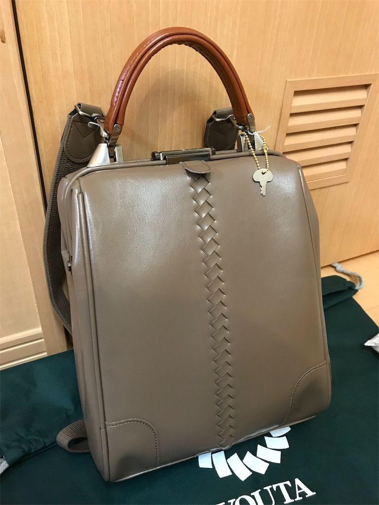 YOUTA(ヨウタ)バッグのダレスリュック縦型XSサイズ(トープ色)。ロングハンドルをカスタマイズ。
