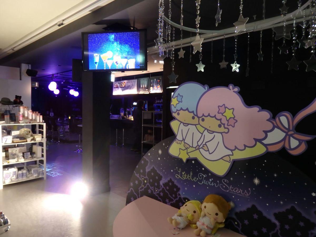 「ACHI BASE」星空バー 店内の様子 阿智村の親善大使リトルツインスターズ、キキララ