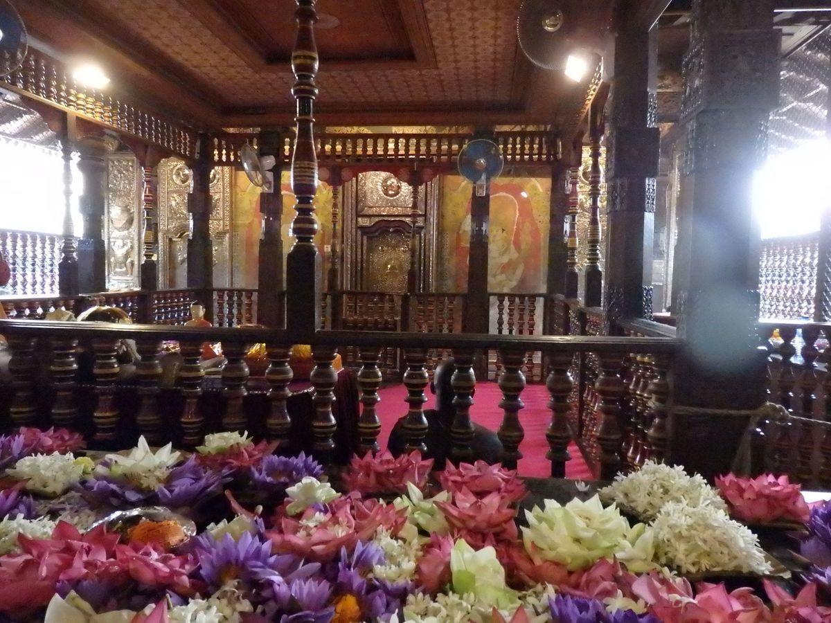 仏歯寺 本堂