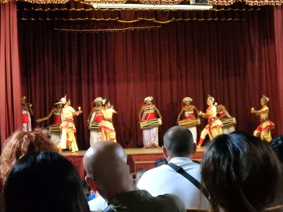 キャンディアンダンスショー プージャの踊り(POOJA DANCE)