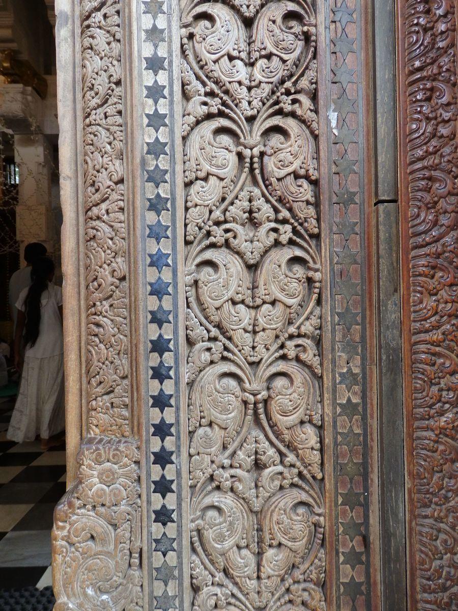 仏歯寺 建造物 精巧な装飾