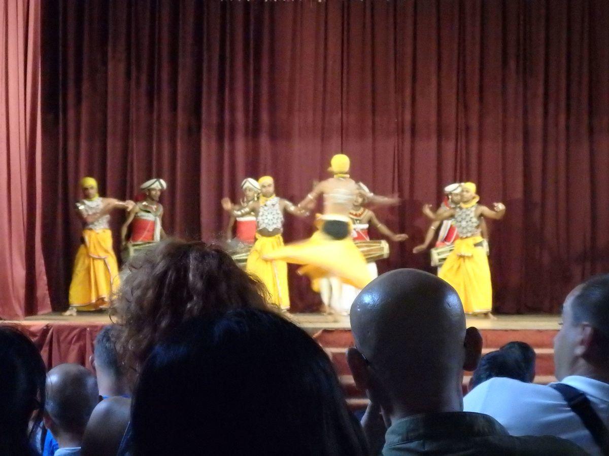 キャンディアンダンスショー パンゼル・ナトゥム(PANTHERU NATUM)