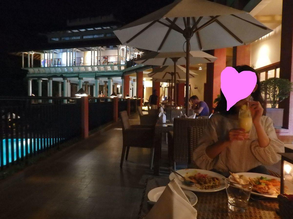アマヤ ヒルズ ホテル Amaya Hills レストラン テラス席 夜