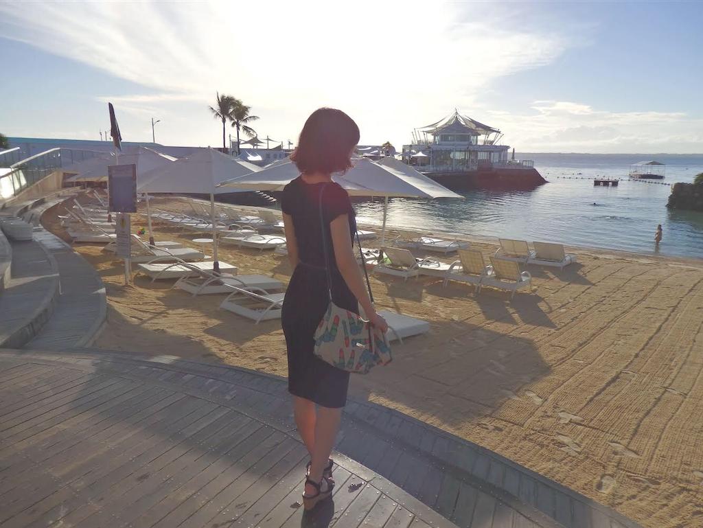 シワにならない LUNA.G プリーツワンピース セブ島 モーベンピックホテルのビーチにて