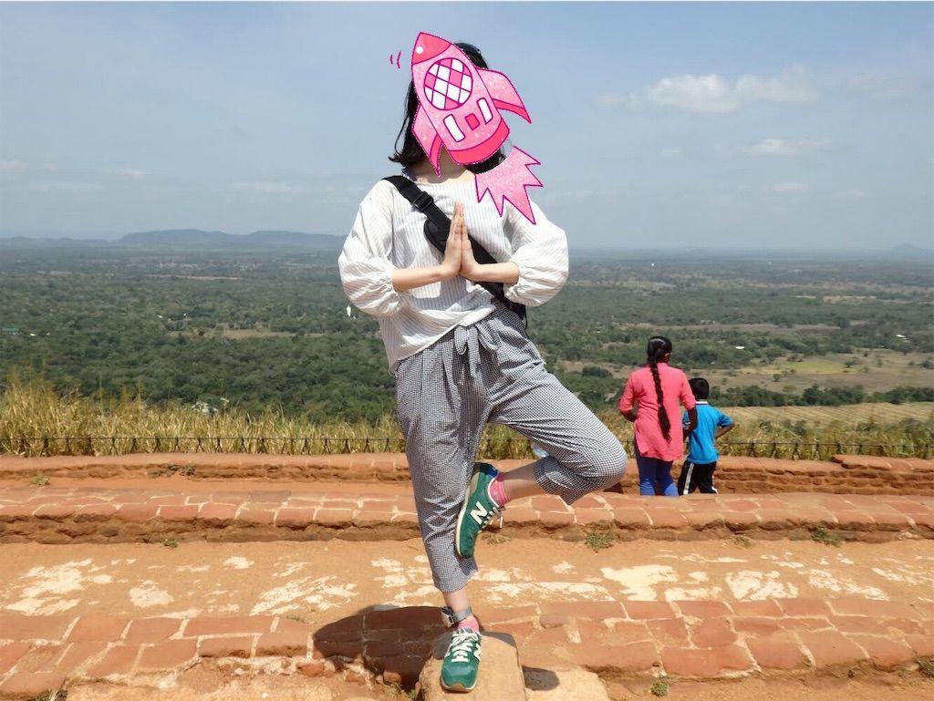 ダンスキン(DANSKIN) シアサッカークロップパンツ着用 スリランカの世界遺産シギリヤロック頂上にて