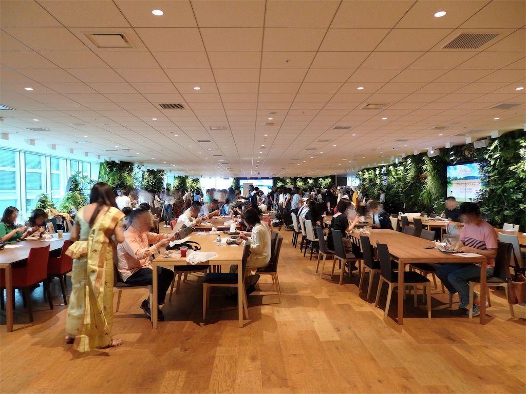 スリランカ爆破テロ復興支援イベント「Ayubowan! SRI LANKA(アユボワン!スリランカ)」住友不動産六本木グランドタワービル24階 DMM本社のイベント会場の大賑わいの様子