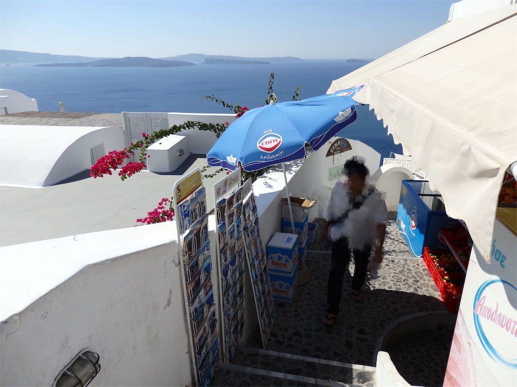 ギリシャ新婚旅行で宿泊したサントリーニ島イアのおすすめ洞窟ホテル「ラ ペルラ ヴィラズ アンド スイーツLa Perla Villas and Suites」周辺(最寄り)の小さなスーパーVillage Super Market