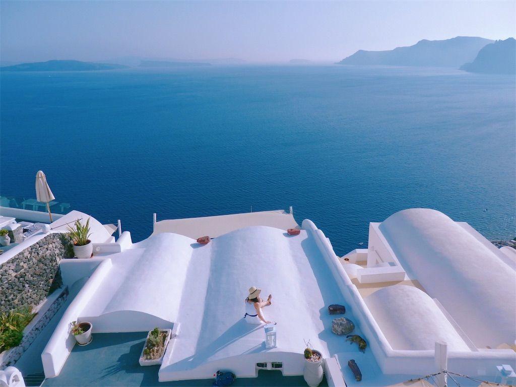 ギリシャ新婚旅行で宿泊したサントリーニ島イアのおすすめ洞窟ホテル「ラ ペルラ ヴィラズ アンド スイーツLa Perla Villas and Suites」ホテル敷地内インスタ映えダイナミックな絶景スポット