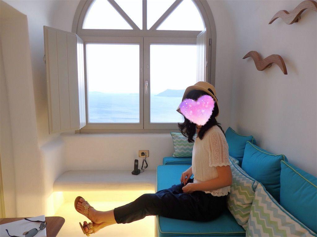 ギリシャ新婚旅行で宿泊したサントリーニ島イアのおすすめ洞窟ホテル「ラ ペルラ ヴィラズ アンド スイーツLa Perla Villas and Suites」一番お安いジュニアスイート客室内の様子