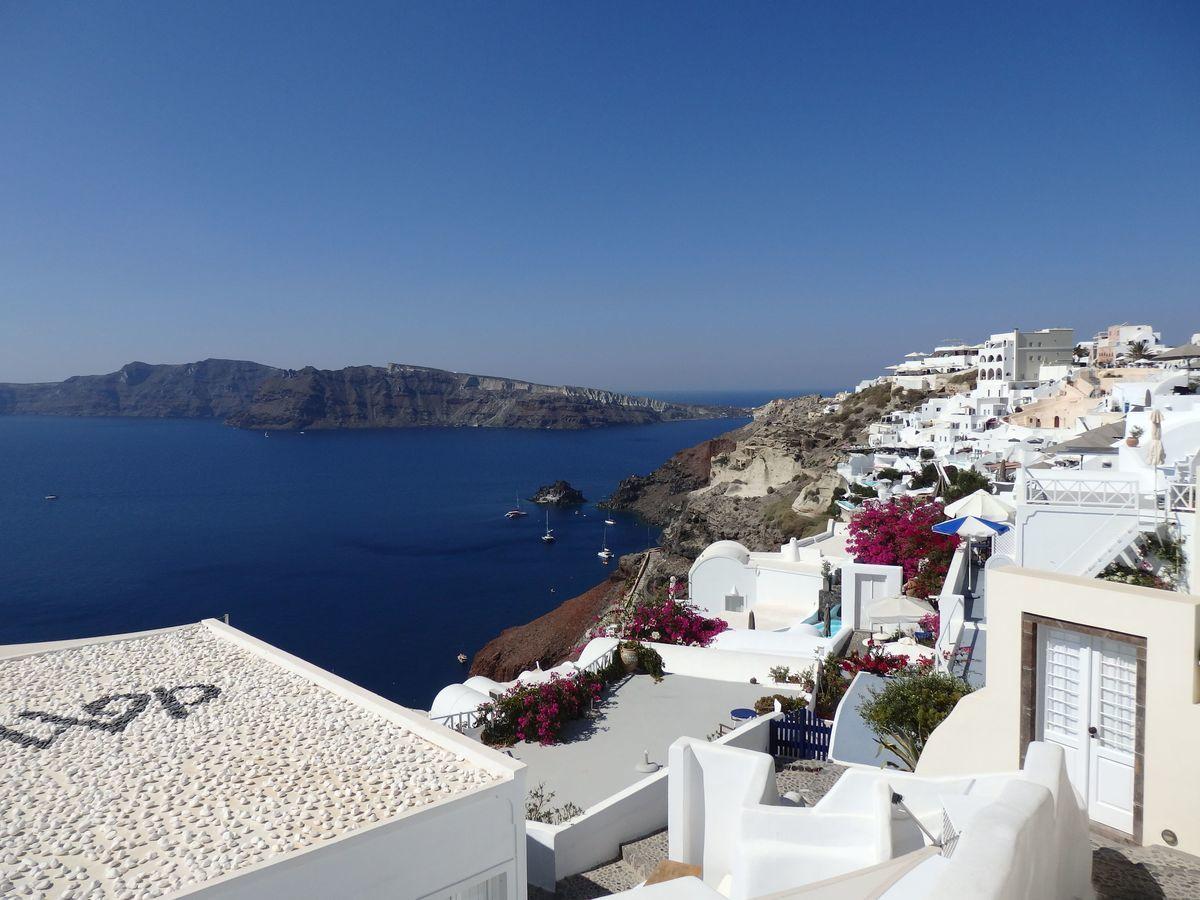 ギリシャ新婚旅行で宿泊したサントリーニ島イアのおすすめ洞窟ホテル「ラ ペルラ ヴィラズ アンド スイーツLa Perla Villas and Suites」ホテル敷地内インスタ映え絶景スポット