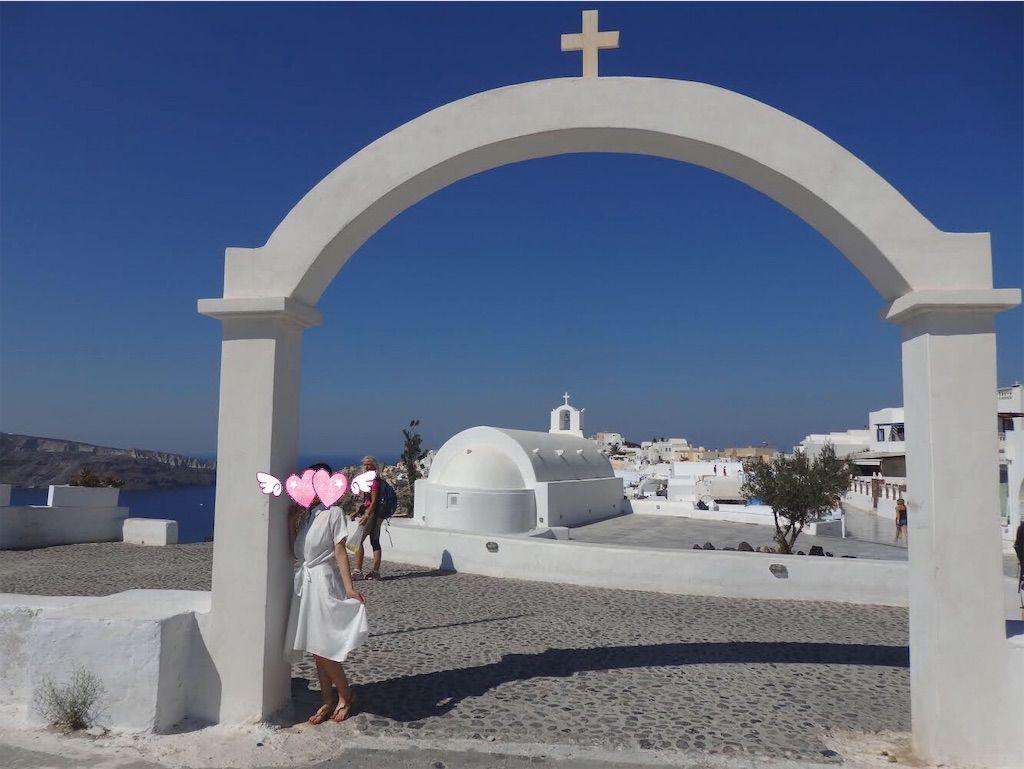 ギリシャ新婚旅行で宿泊したサントリーニ島イアのおすすめ洞窟ホテル「ラ ペルラ ヴィラズ アンド スイーツLa Perla Villas and Suites」周辺の教会
