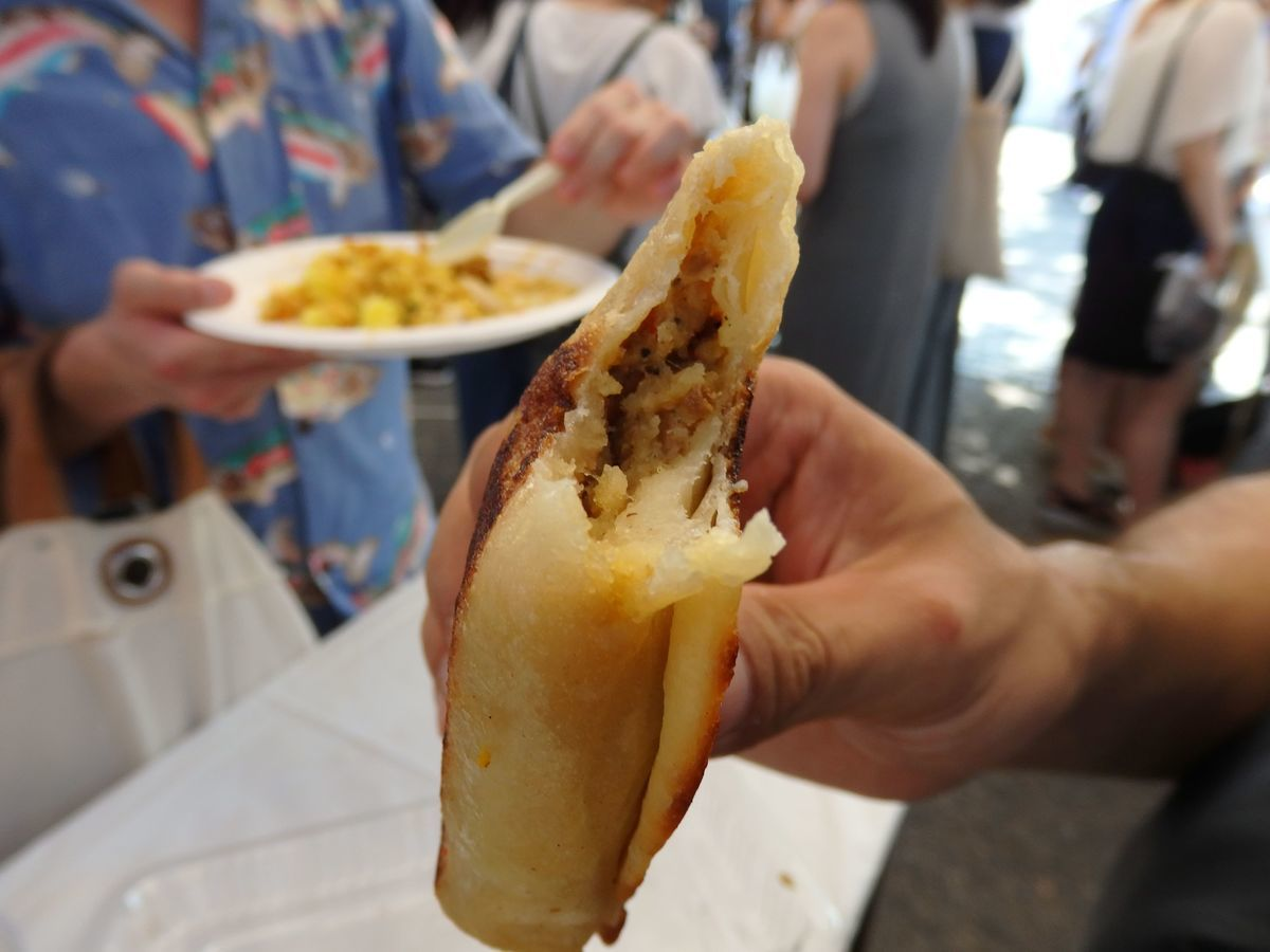 代々木公園で行われたスリランカフェスティバル2019 レストランブース出展 バナナリーフ とミートロティ(300円)