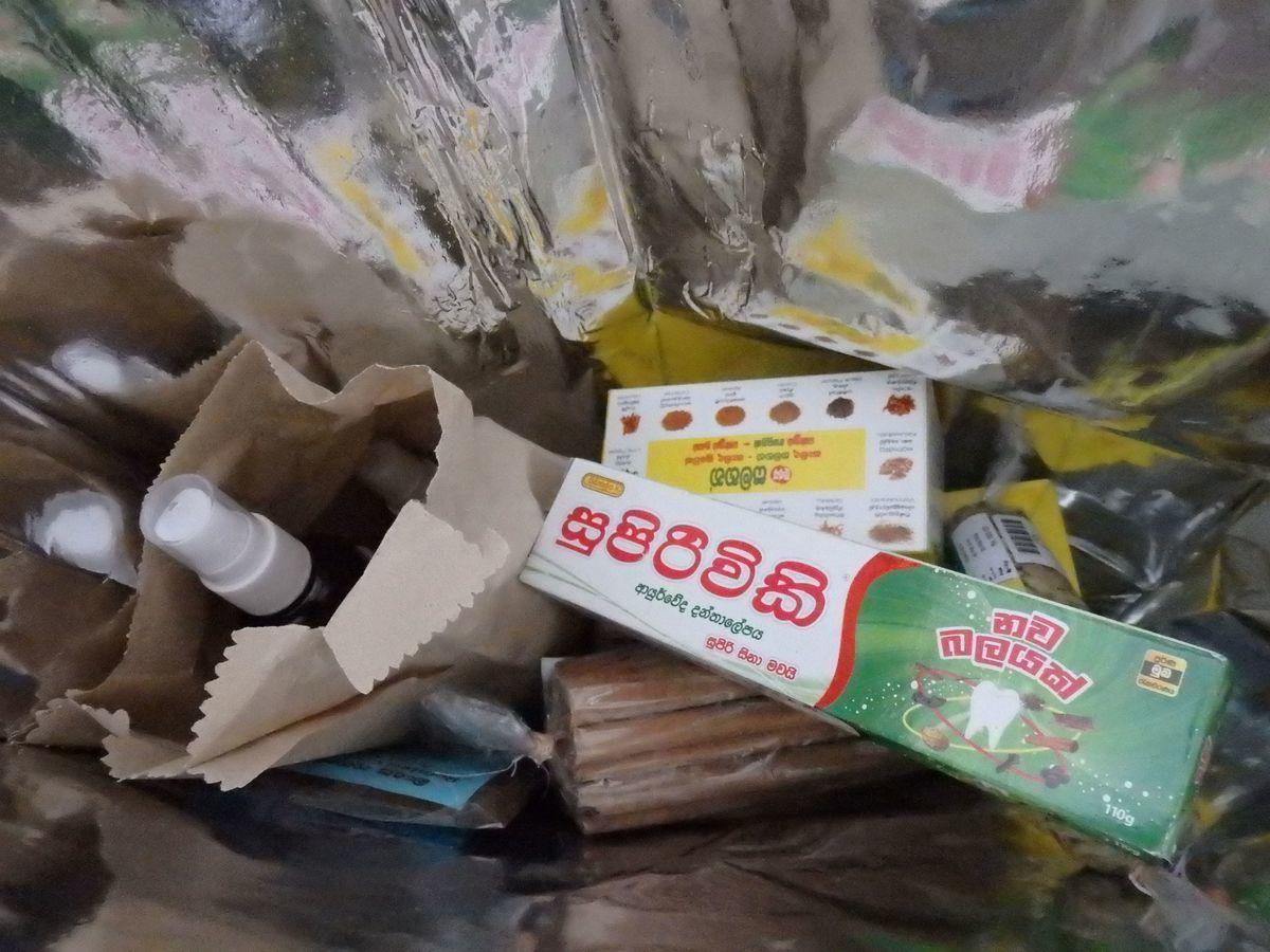 スリランカキャンディで人気のローカル薬局・ボーワッテ アーユルヴェーダ Bowatte Ayurveda 購入品