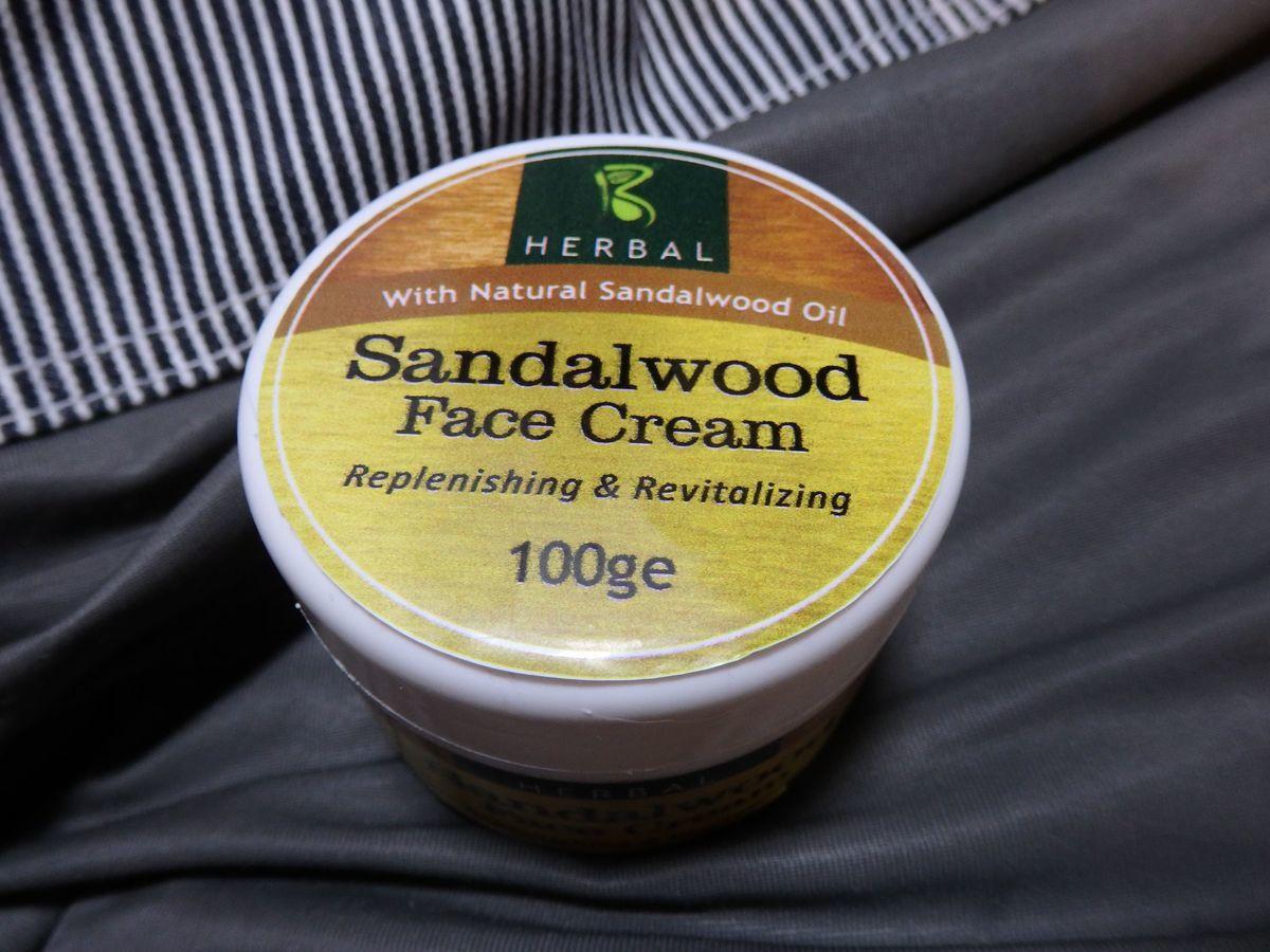 スリランカキャンディで人気のローカル薬局・ボーワッテ アーユルヴェーダ Bowatte Ayurveda 購入品 サンダルウッドフェイスクリーム100g(950ルピー)