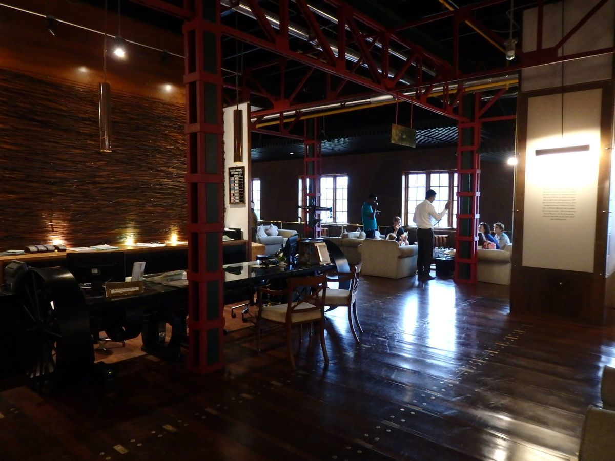 紅茶工場をリノベーションしたホテル,ヘリタンス ティー ファクトリー(Heritance Tea Factory),クラシックな趣のあるロビー