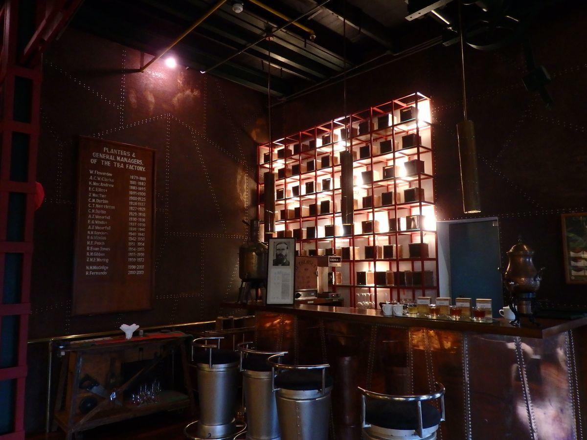 紅茶工場をリノベーションしたホテル,ヘリタンス ティー ファクトリー(Heritance Tea Factory)、ヤーラティーが振る舞われるティーバー「GOATFELL BAR」