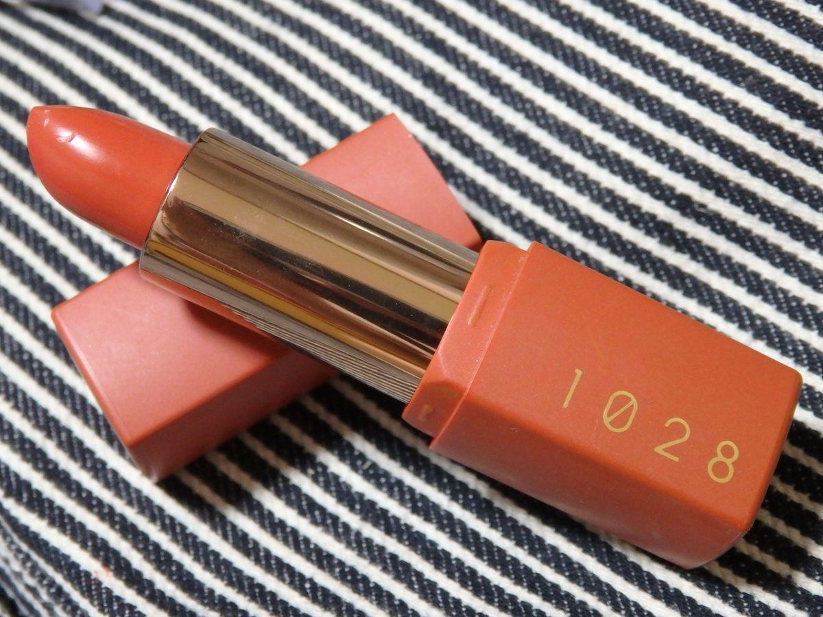 台湾プチプラ優秀コスメ リップ 唇迷心竅好色唇膏(Velvet Kiss Rouge Lipstick)の01橘粉妞妞 Peach Coral