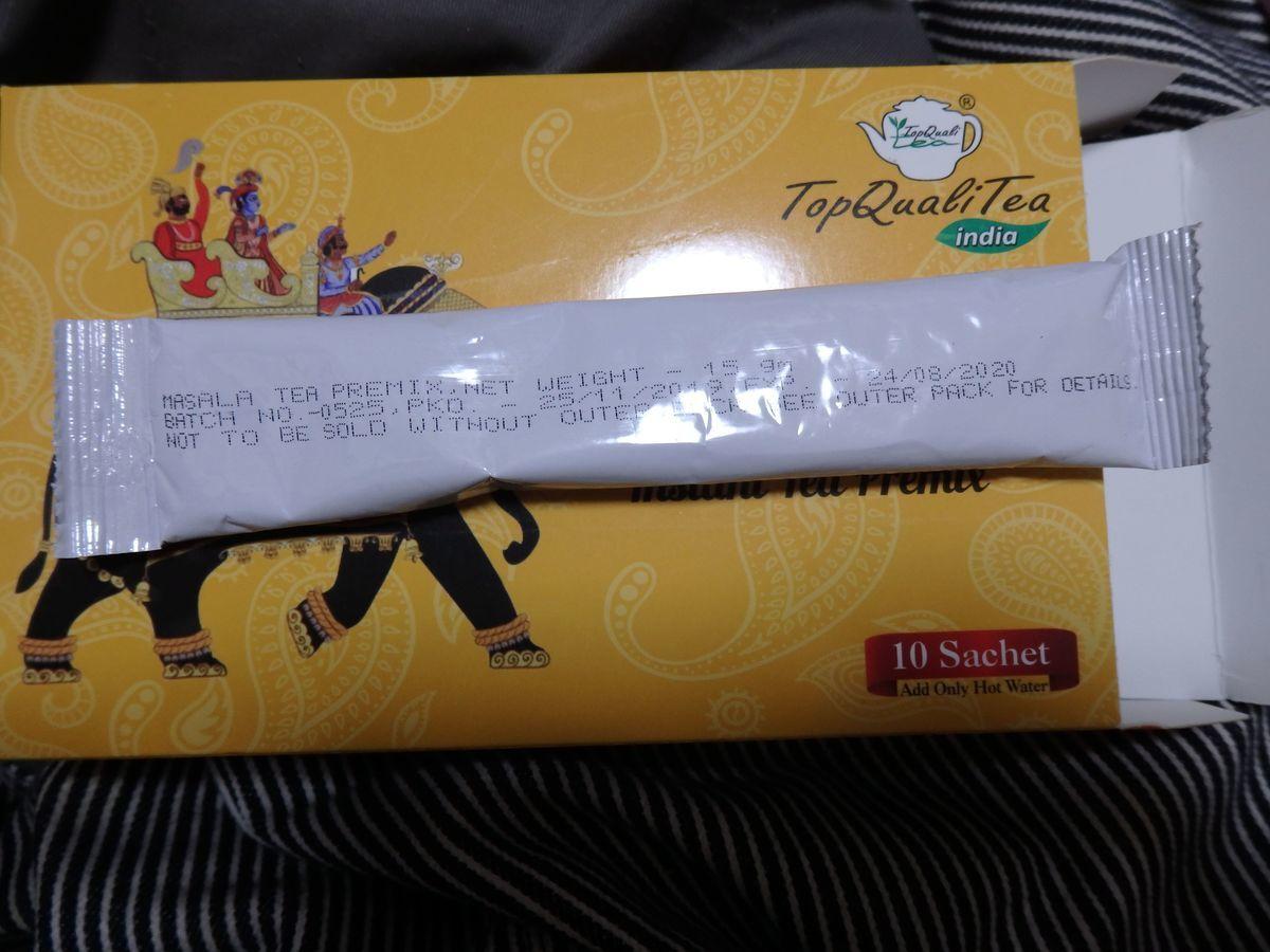デリーのインド紅茶専門店「Top QualiTea」のスティックタイプのマサラチャイ(Masala Chai Instant Tea Premix (10 Sachets))中身