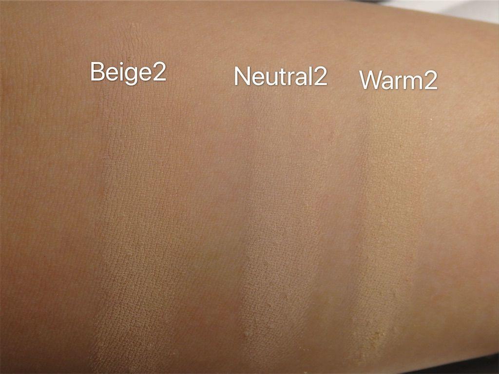 アリマピュア(Alima Pure)サテンマットファンデーション(Satin Matte Foundation)のウォーム2(Warm2)、ニュートラル2(Neutral2)、ベージュ2(Beige2)色味比較レビュー、蛍光灯の下で撮影