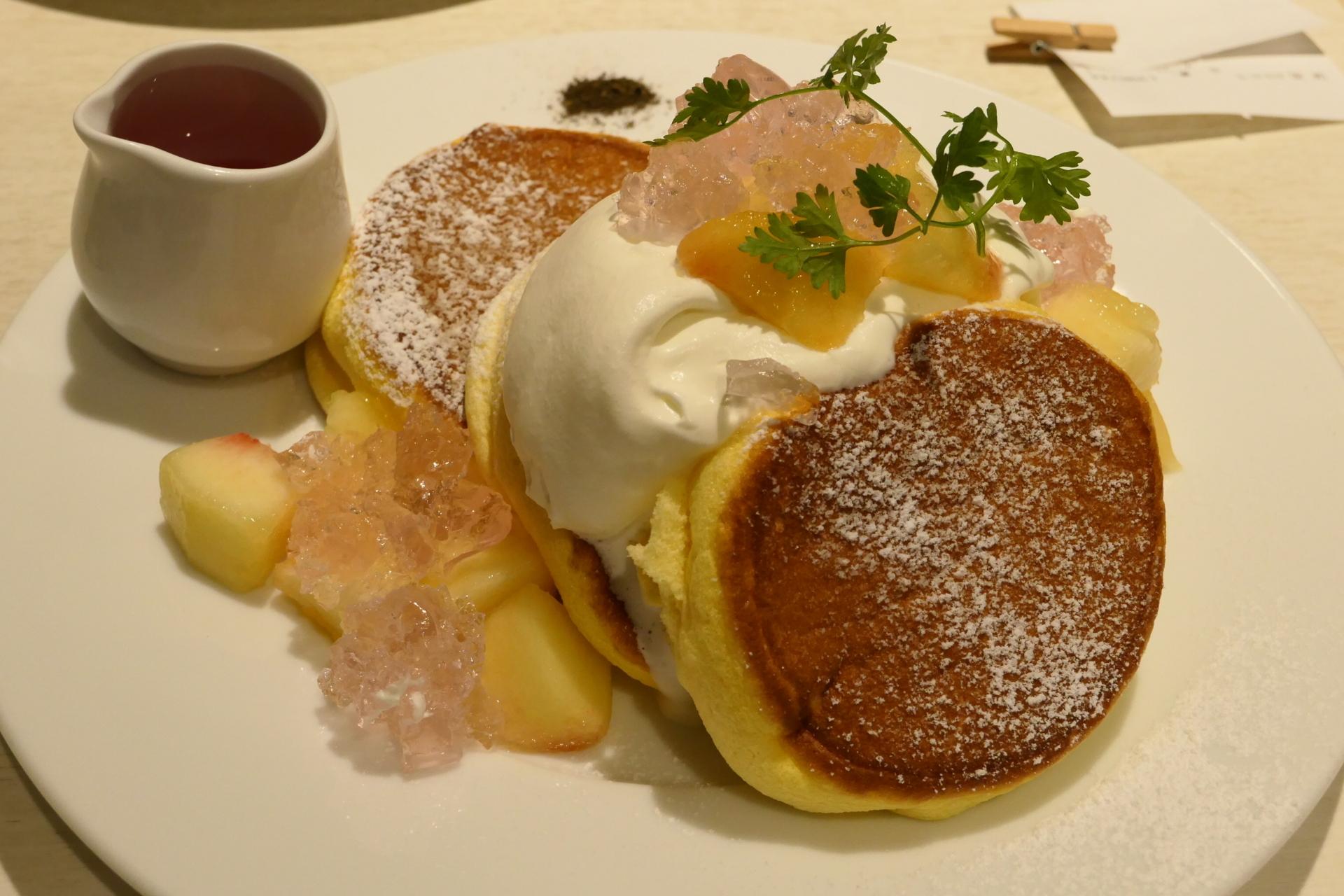 幸せのパンケーキ 白桃とローズヒップピーチのパンケーキ