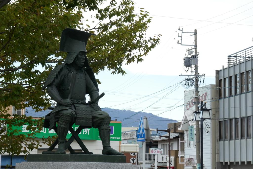 竹中半兵衛重治公の像
