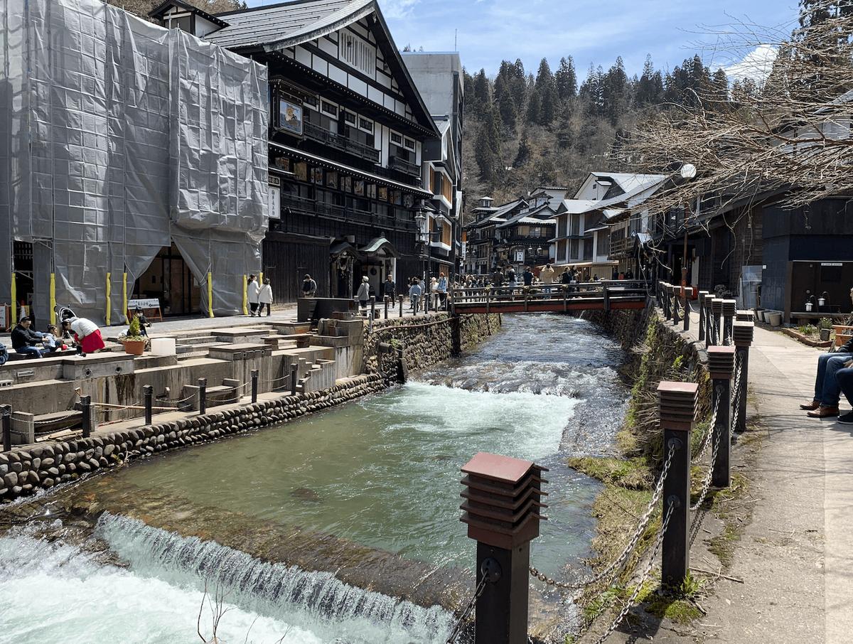 銀山温泉の無料足湯