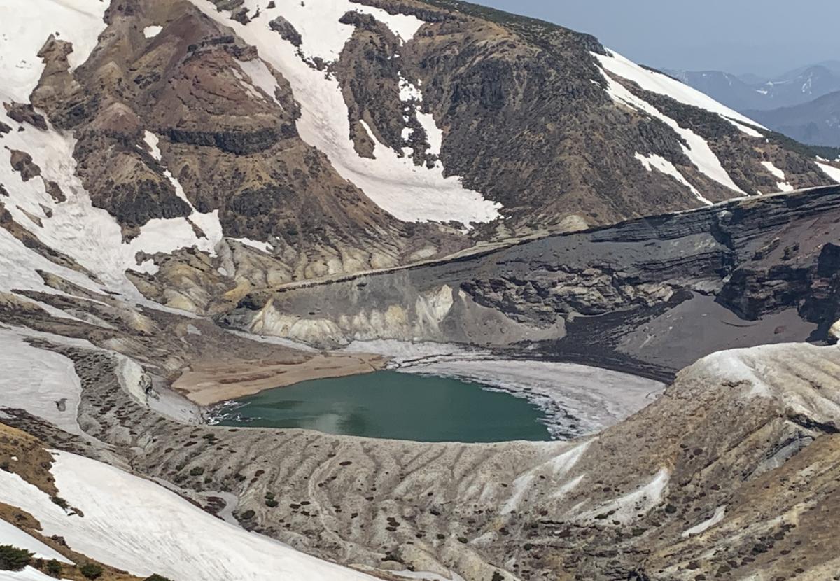 蔵王山御釜の五色沼