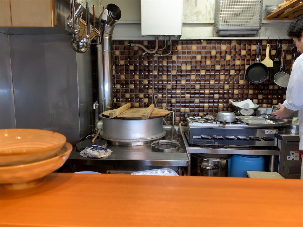 風りんの店内の様子と大きな釜