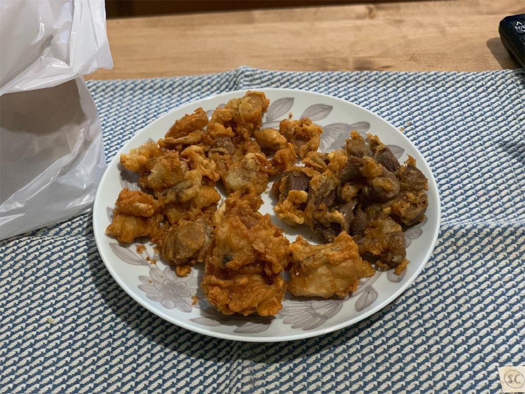 肉の伊藤の揚げたての砂ズリとももみと鳥かわ