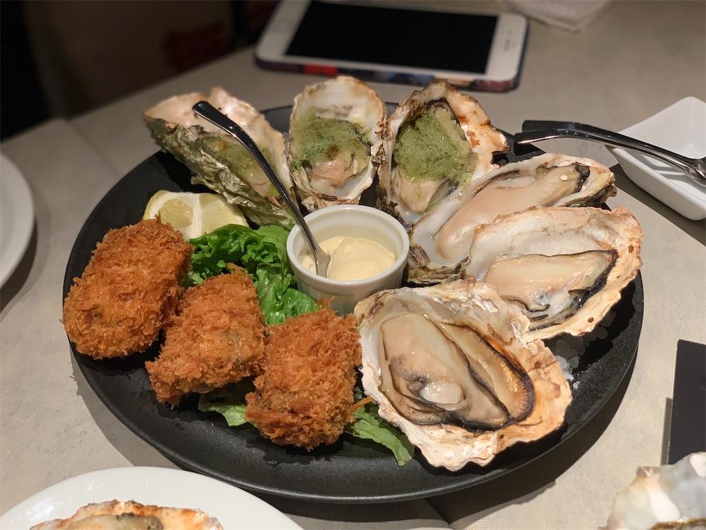 フィッシュ&オイスターバーの焼き牡蠣とフライ