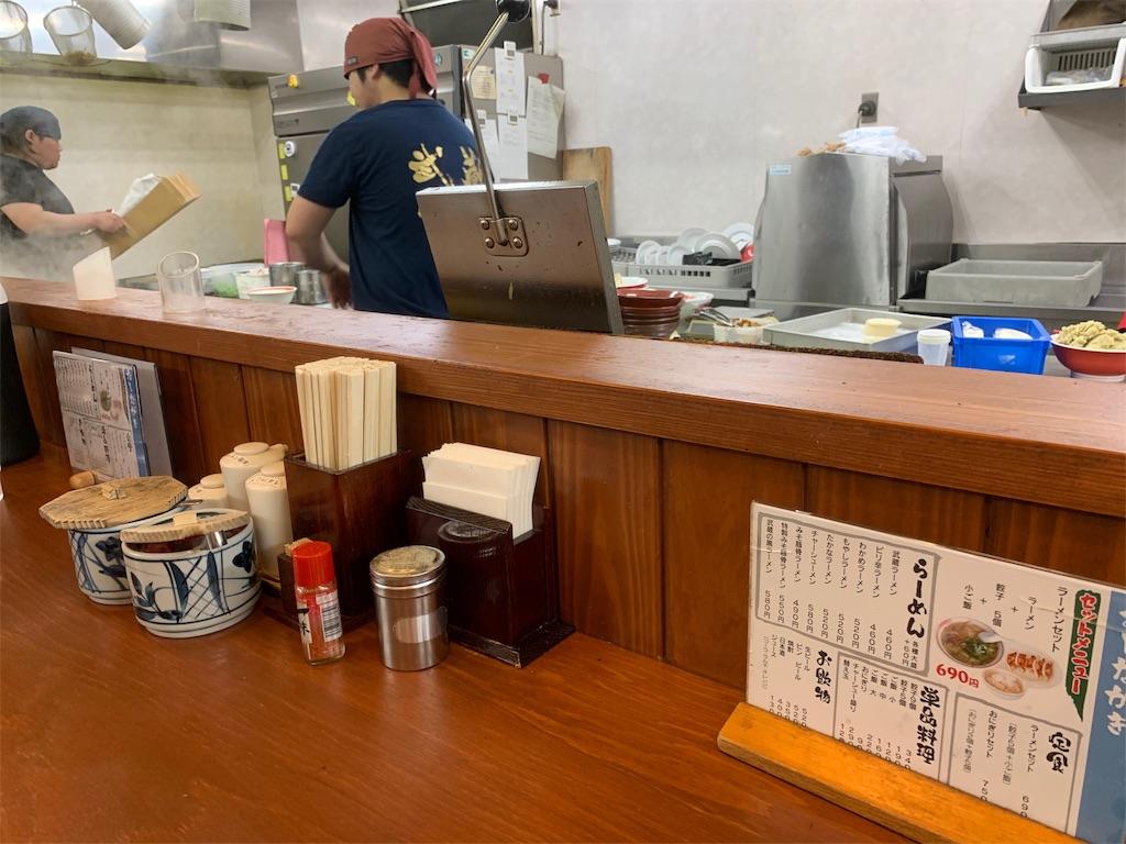 武蔵ラーメンのカウンター席