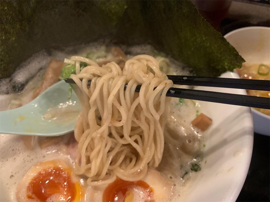 中華そば かなでの鶏白湯そばの麺