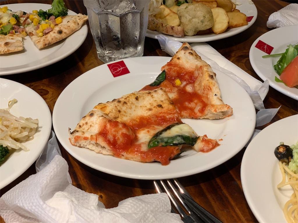 SALVATORECUOMO&BARで食べたピザ
