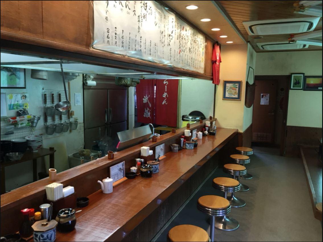 武蔵ラーメンの荒尾店の店内