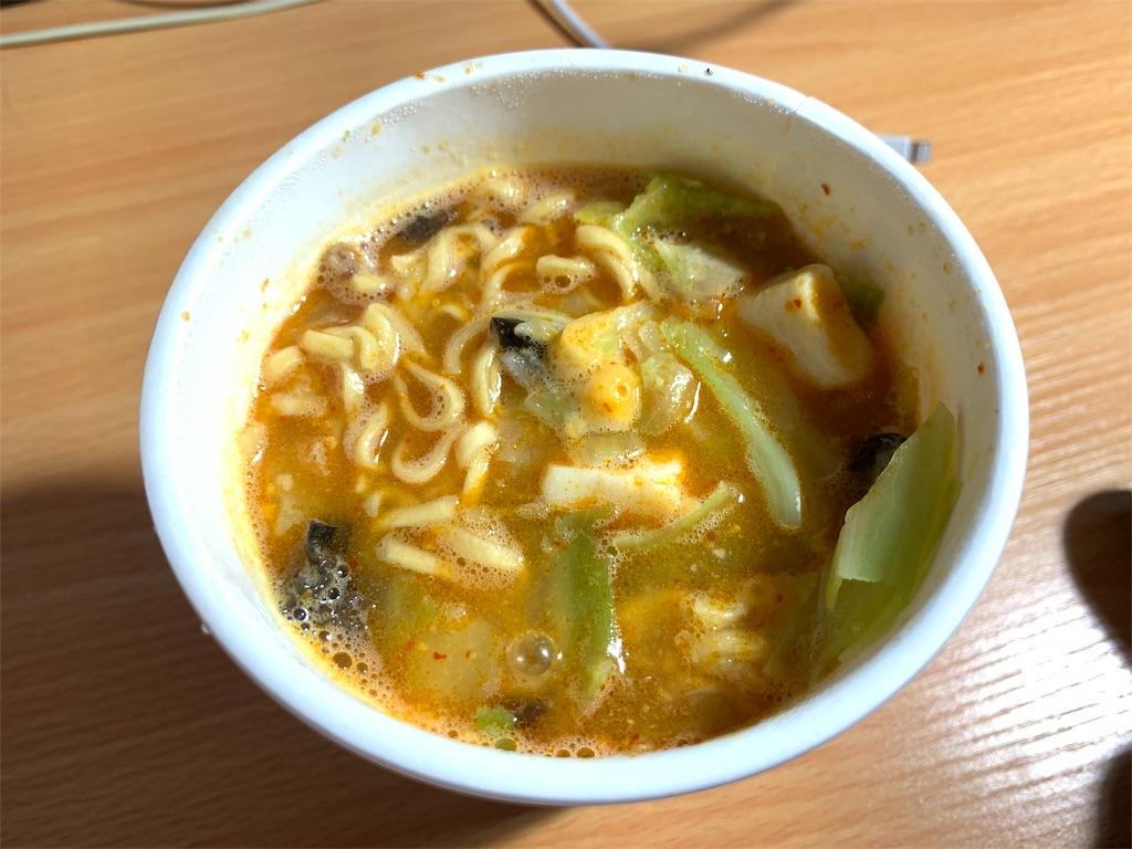 蒙古タンメンカップ麺の完成した写真