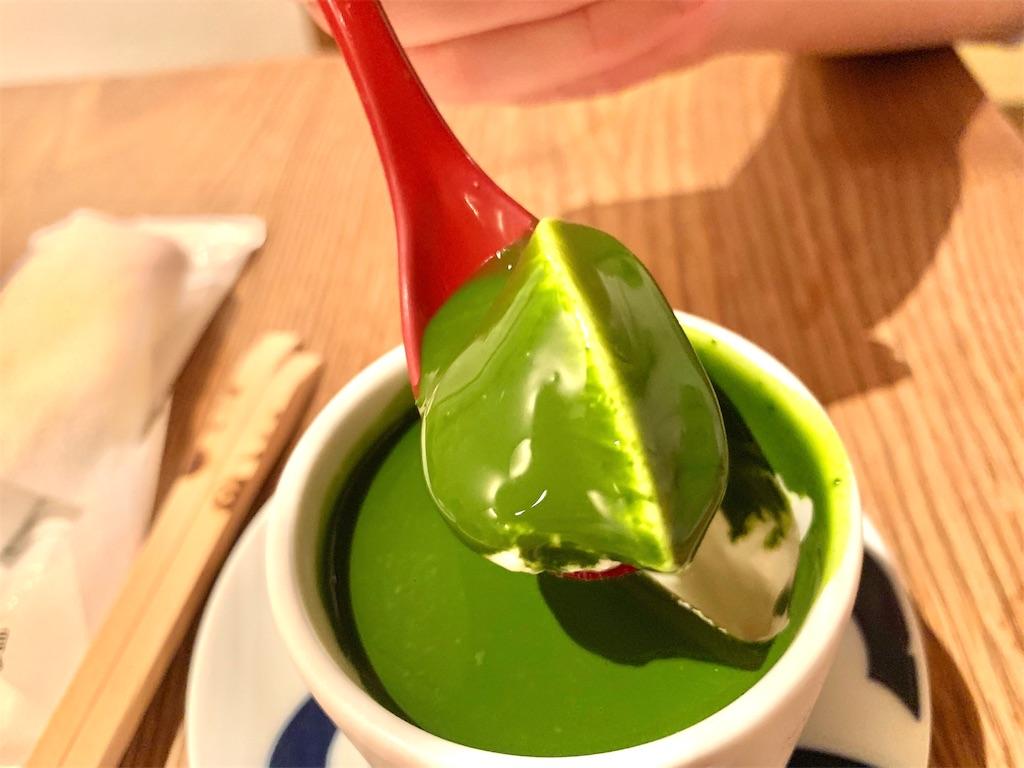 博多水炊き とり田の抹茶のパンナコッタの断面