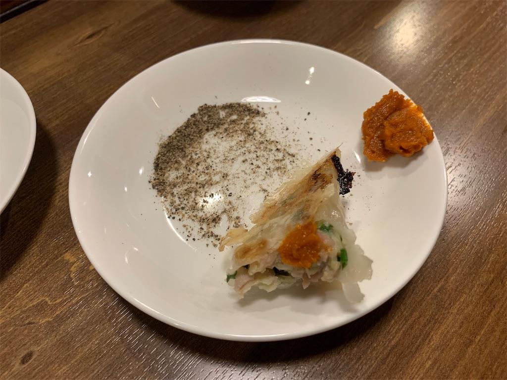 新世界餃子の白金餃子と調味料