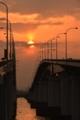 「陽が昇る」   琵琶湖大橋