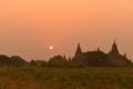 「仏塔に陽が沈む」   ミャンマーにて