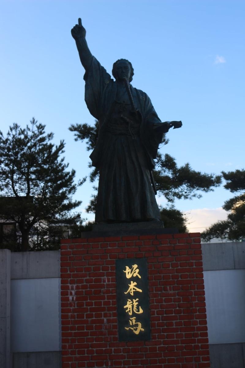 函館の龍馬像