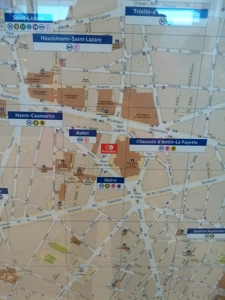 オペラ座周辺の地図。中央の赤いマークがロワシーバス発着場所。