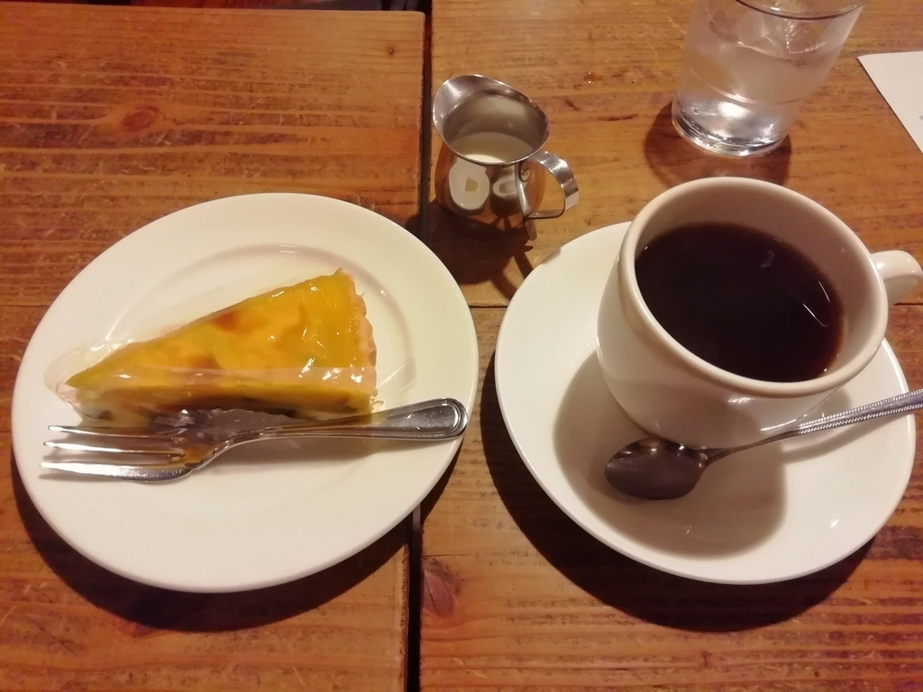 ケーキセット850円(ケーキとブレンドorストレート珈琲or紅茶)