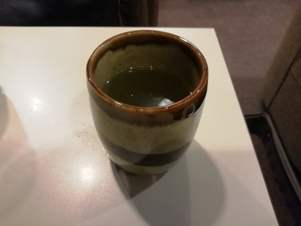 飲み終わってしばらくすると、さっとお茶が出てくる。さすが!(何が?w)喫茶室ルノアール 神田北口駅前店
