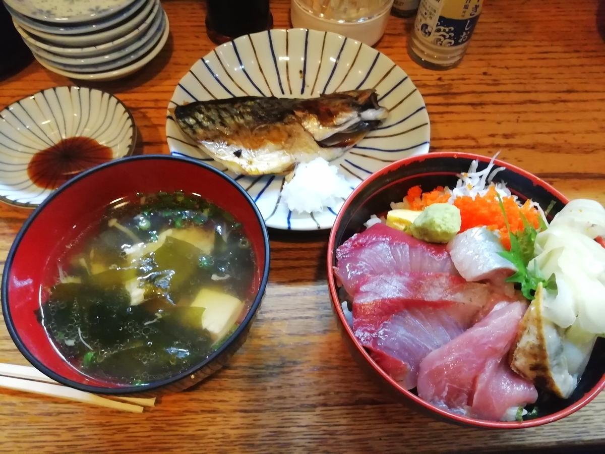海鮮丼+焼き魚(鯖) 汁物つき 800円