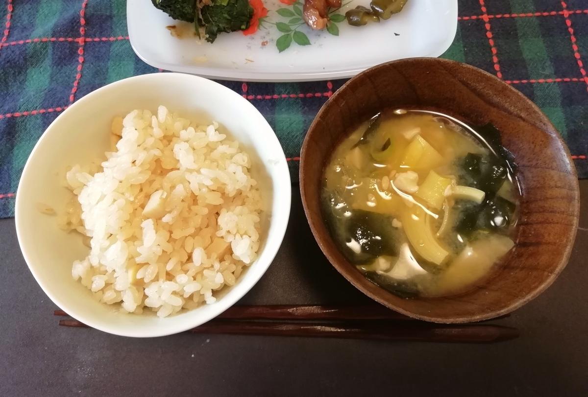 タケノコご飯とタケノコ入り味噌汁