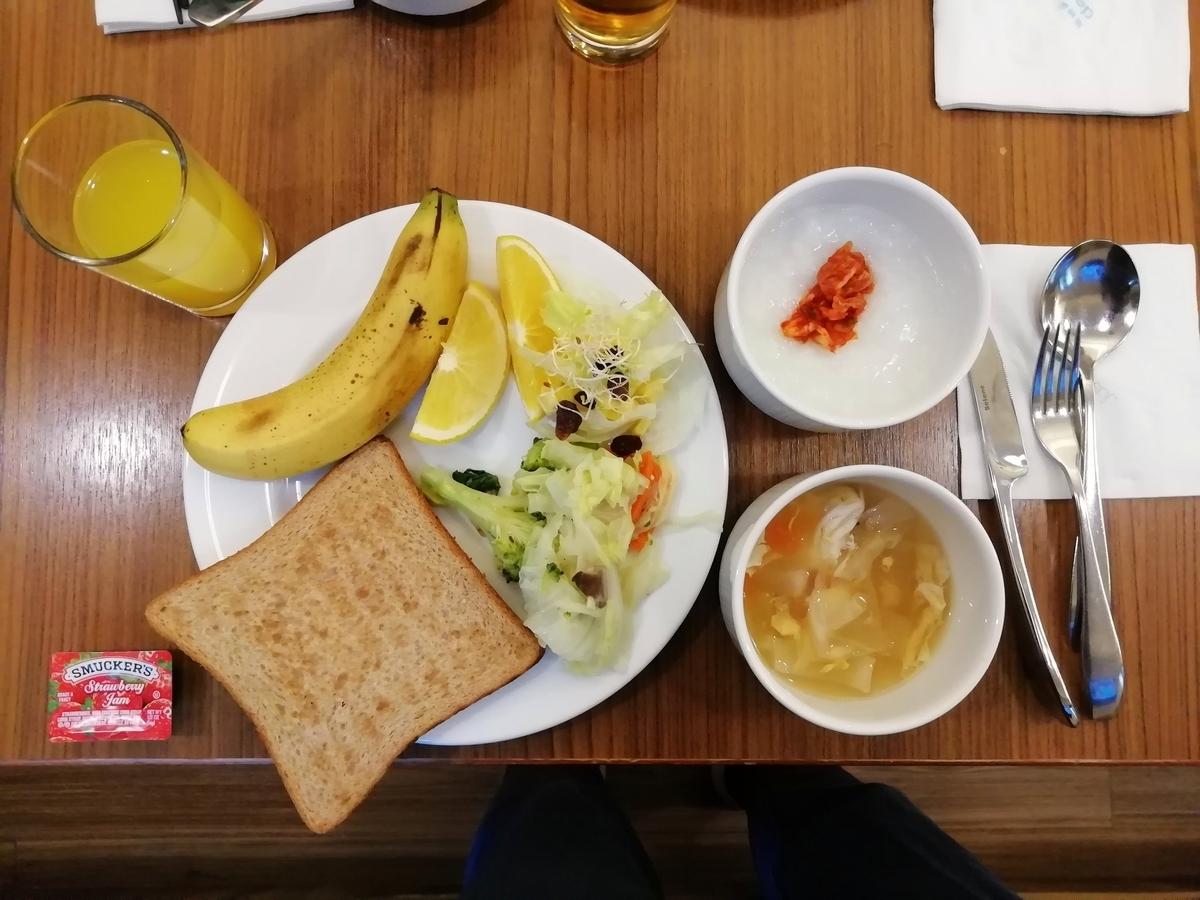 ホテルでの朝食バイキング