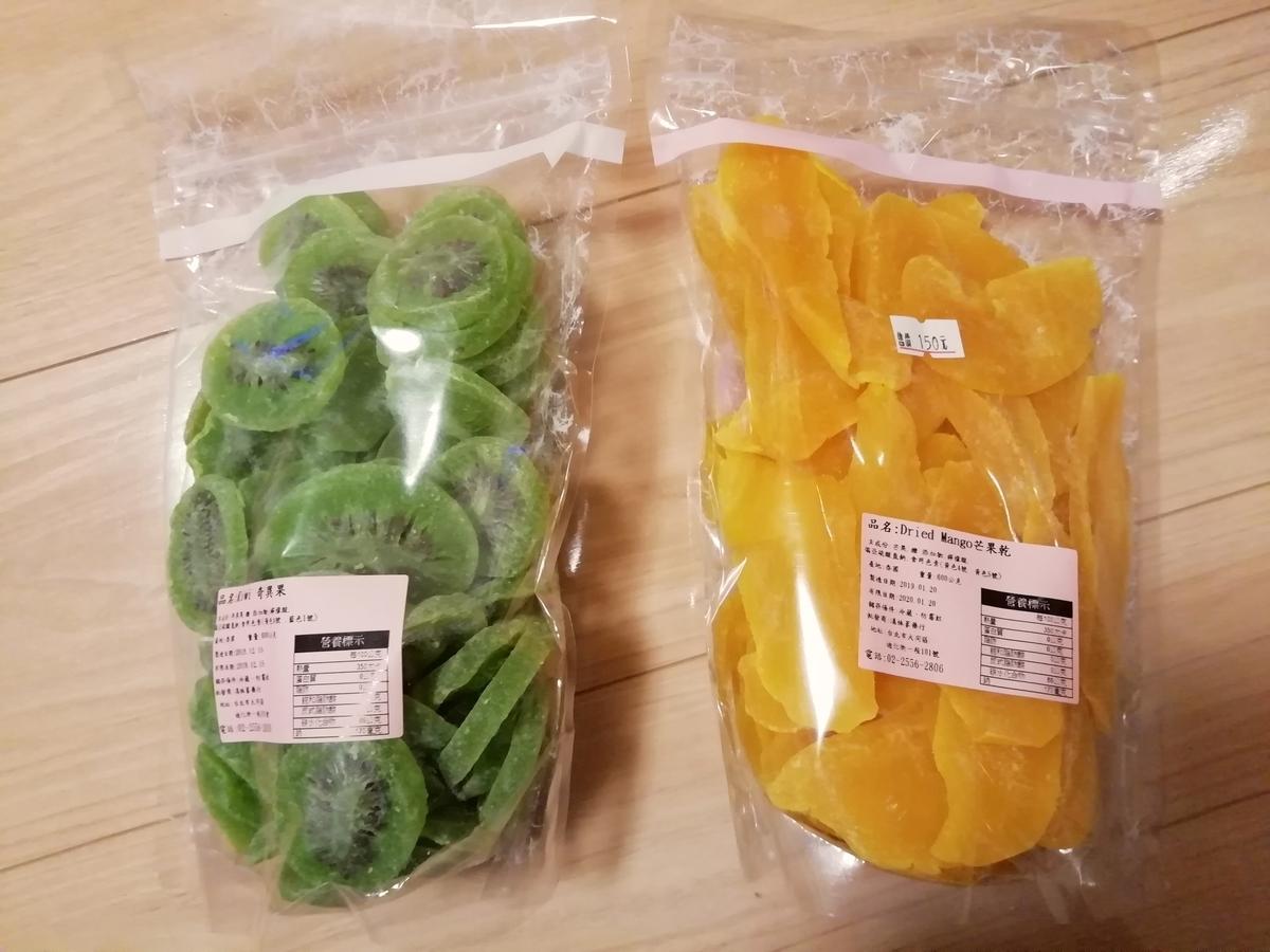 (左)キウイフルーツ600g 150元 (右)マンゴー 600g 130元