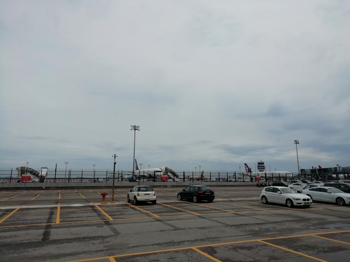 成田空港出発ターミナルからの風景